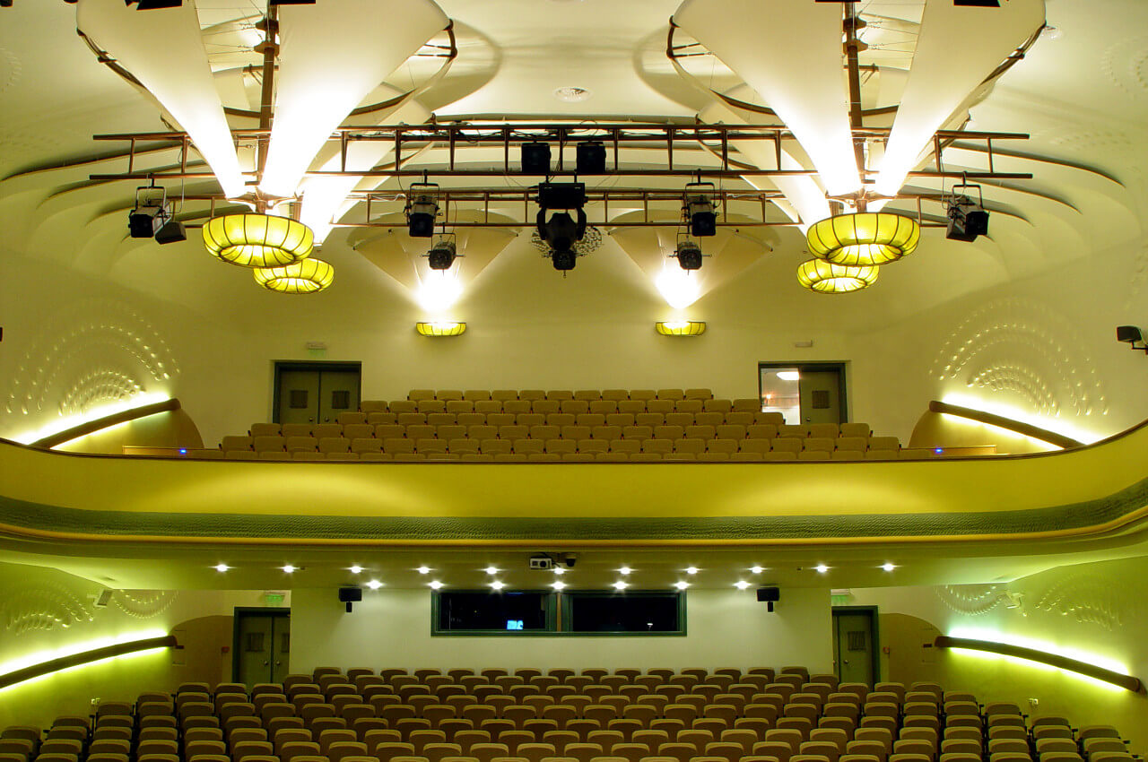 Secondary reflector lighting system of Balaton theatre