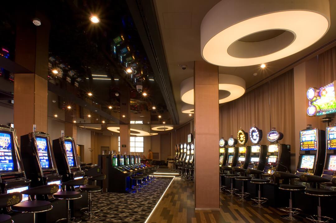 Bespoke chandeliers in Las Vegas Casino, Budapest